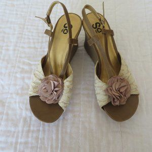 NWT Women's SO Lace Floral Wedge Sandals